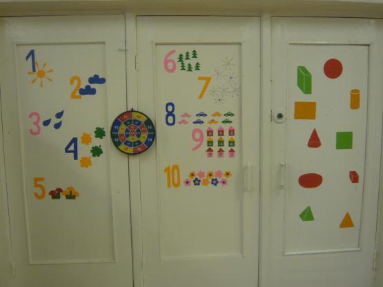 Как украсить двери в детском саду